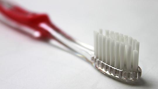 Какую зубную щетку выбрать ребенку