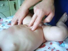 Вздутие живот у ребёнка: причины, первая помощь, лечение и профилактика