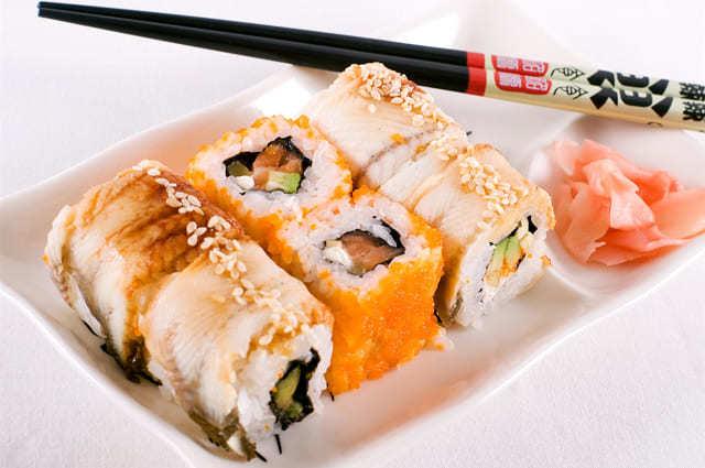 Можно ли беременным суши и роллы на ранних сроках: почему нельзя есть?