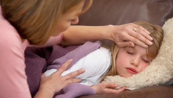 Температура при отравлении у взрослых и детей: что делать, нужно ли сбивать