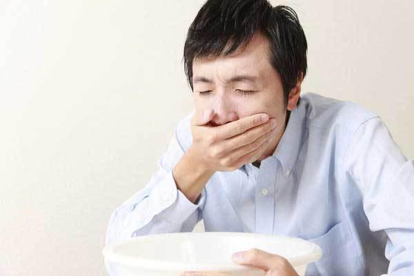 Тошнота при гастрите: причины и лечение