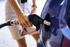 Отравление бензином: симптомы и первая помощь