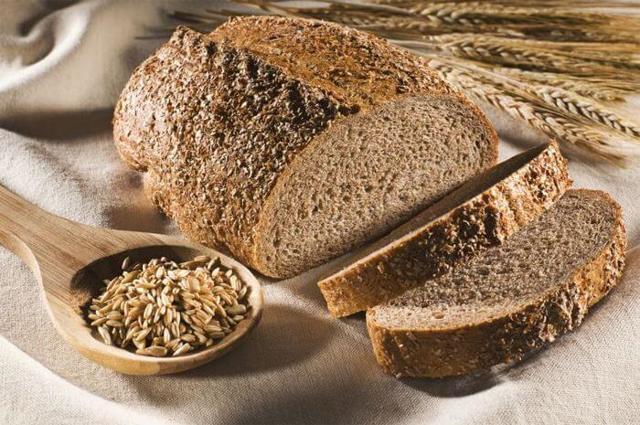 Какой хлеб можно есть при панкреатите: чёрный, белый или ржаной?